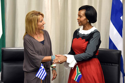 Minister of International Relations and Cooperation Ms Maite Nkaona-Mashabane and the Greek Ambassador to South Africa, Ms Maria Diamantopoulou, signing an agreement. Photo:  Jacoline Schoonees